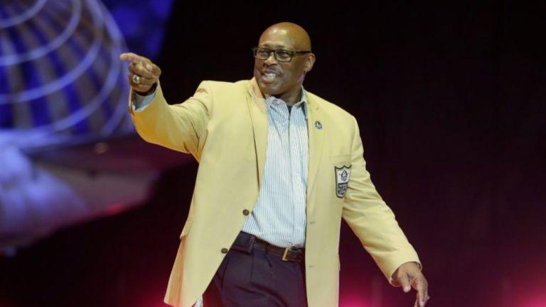 Floyd Little cuando fue inducido al Salón de la Fama de la NFL