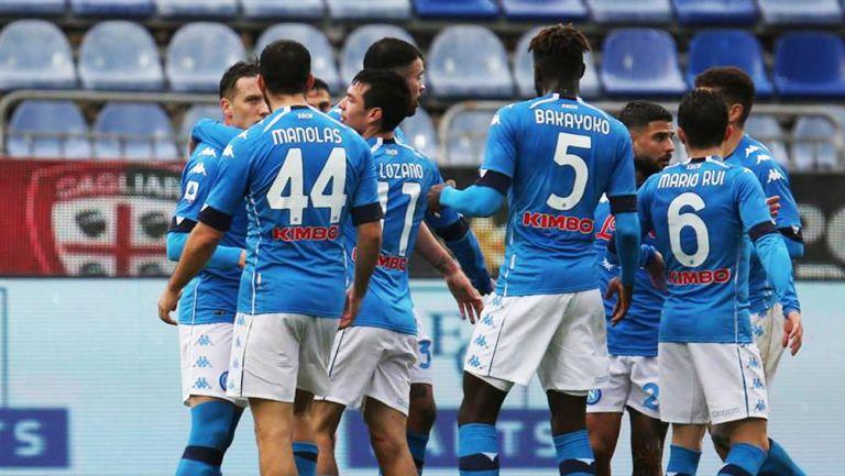 Lozano y sus compañeros festejan gol de Piotr Zielinksi ante Cagliari