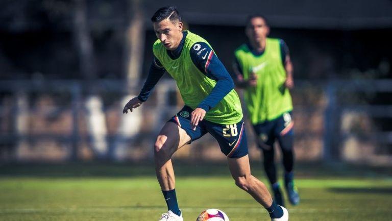 Mauro Lainez en un entrenamiento con América