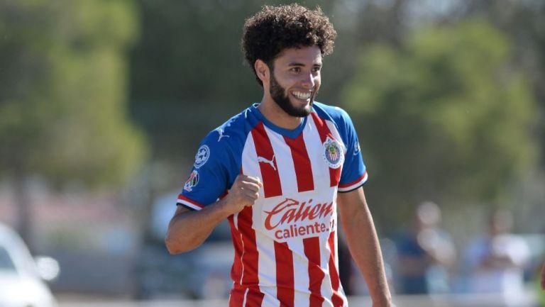 César Huerta en un partido de Chivas Sub-20