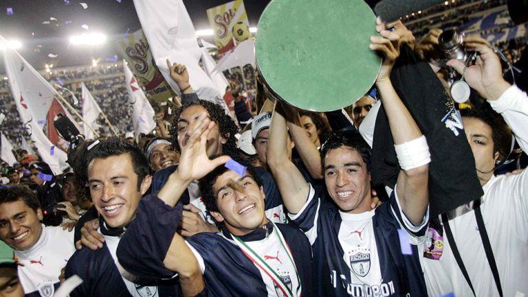Jugadores de Pachuca festejan el título de 2007
