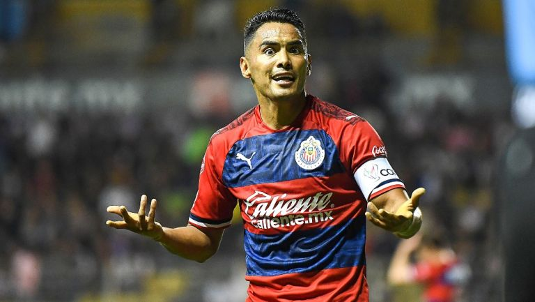 Gallito Vázquez durante un partido con Chivas