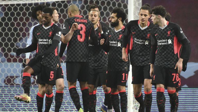 Jugadores de Liverpool tras uno de los goles