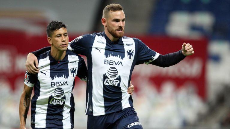 Jugadores de Rayados celebran un gol