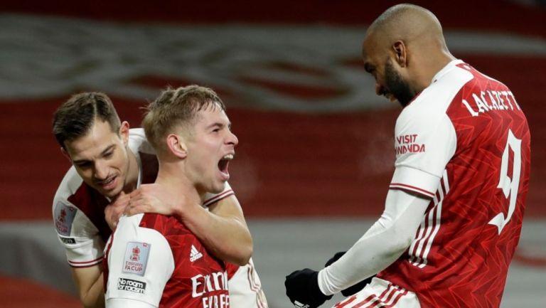 Emile Smith festejando el primer gol del Arsenal