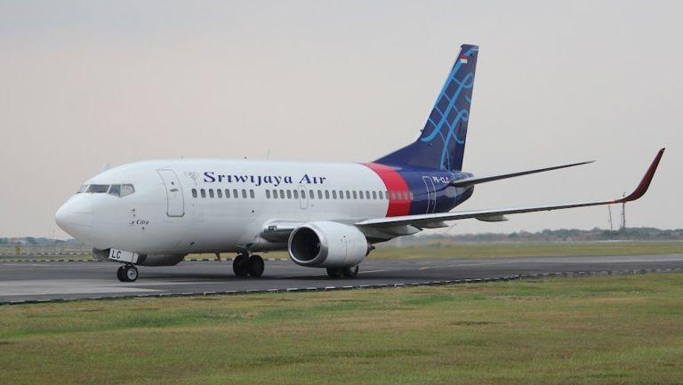 El Boeing 737-524 antes de despegar