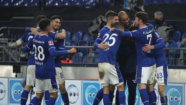 Schalke 04 terminó racha negativa en Bundesliga