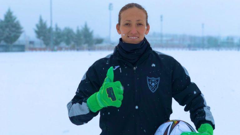 Pamela Tajonar durante un entrenamiento con el EDF Logroño