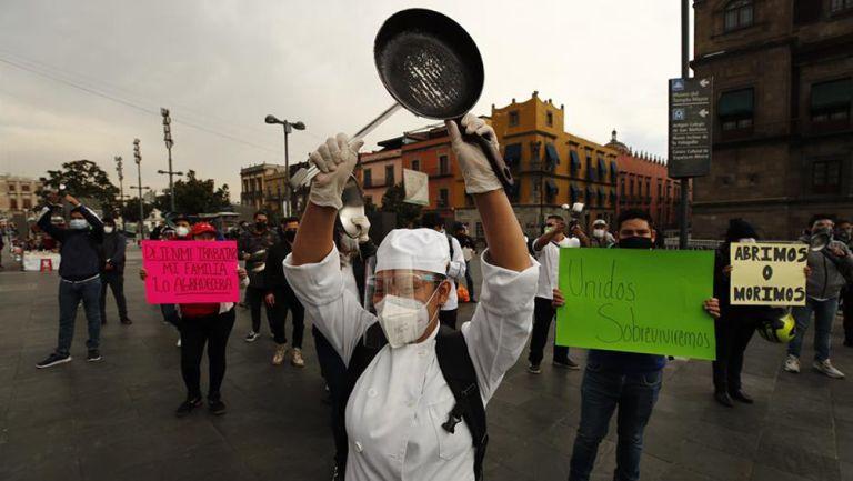 Trabajadores del sector restaurantero solicitan permiso para laborar