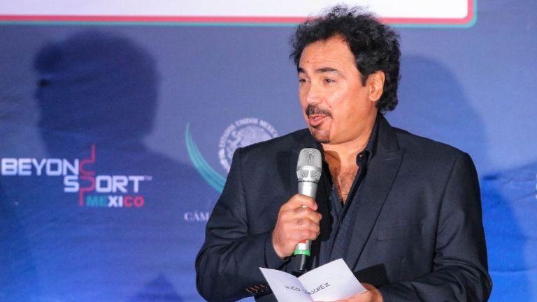 Hugo Sánchez durante un evento