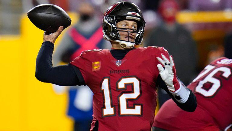 Brady prepara un envío en un juego de Tampa Bay