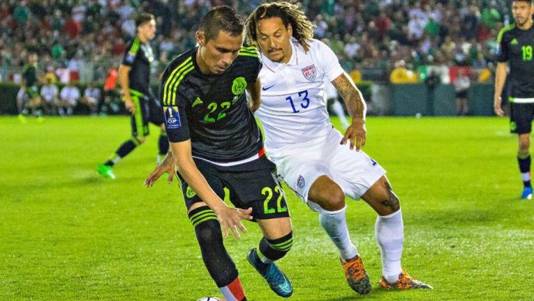 Paul Aguilar en acción ante la selección de Estados Unidos