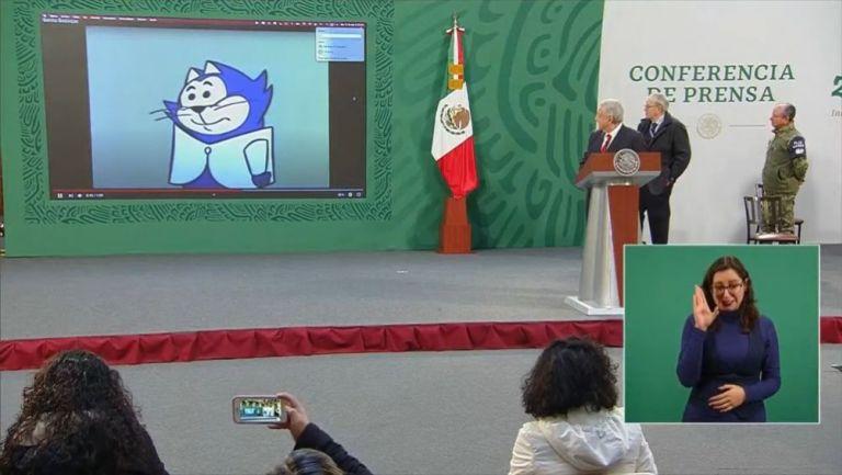 AMLO presentando a Benito Bodoque en conferencia