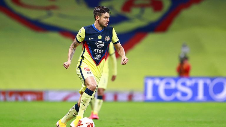 Nicolás Benedetti en un partido con América