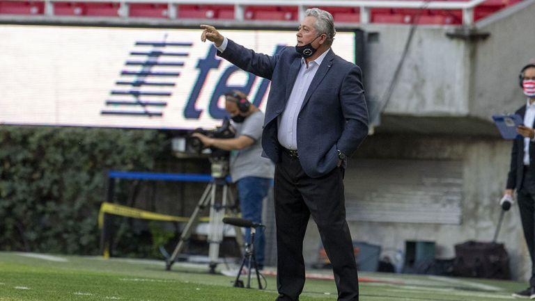 Víctor Vucetich en partido con Chivas