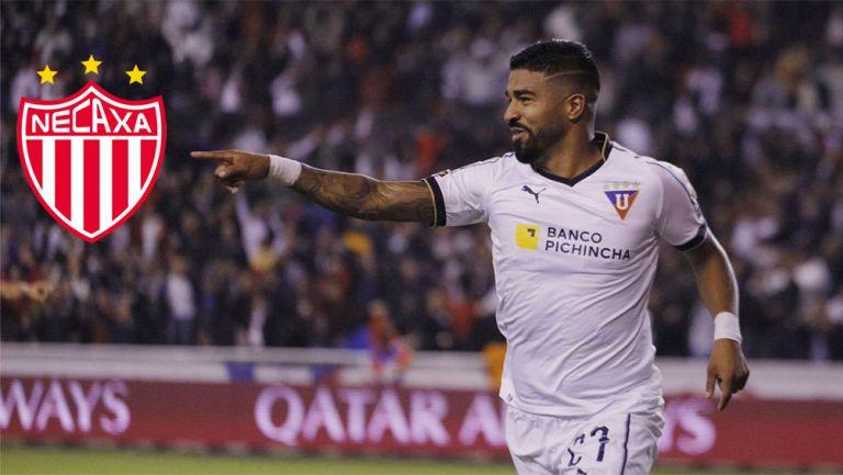 Rodrigo Aguirre festeja un gol con Liga de Quito
