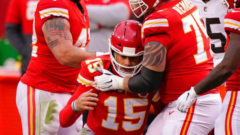 NFL: Patrick Mahomes fuera del juego entre Chiefs y Browns