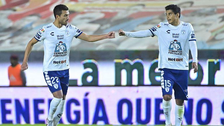 Gustavo Cabral y Miguel Herrera Equihua en el partido ante León