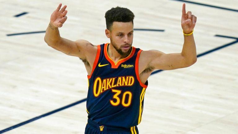 Stephen Curry superó marca de triples de Reggie Miller — NBA
