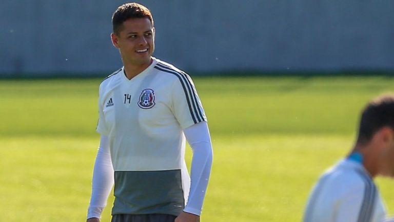 Chicharito Hernández en práctica con el Tri