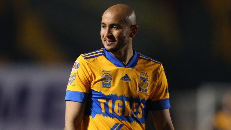 Carlos González durante un partido con Tigres