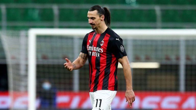 Zlatan Ibrahimovic luego de ser expulsado en el partido entre el Milan y el Inter de Milán