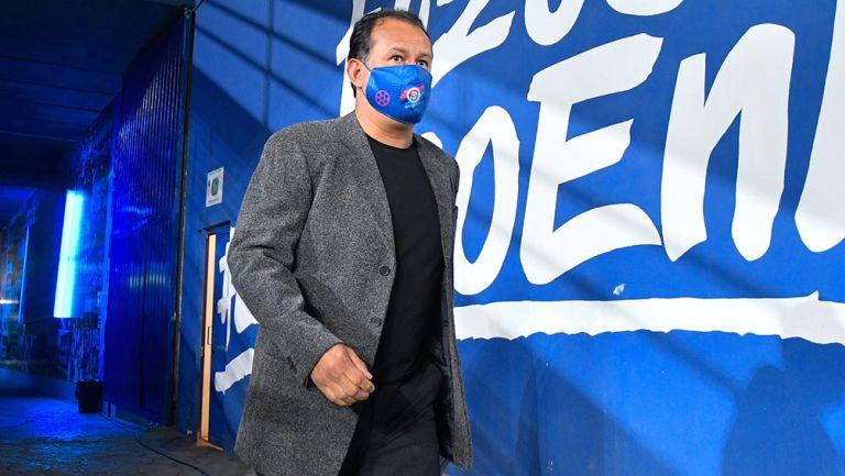 Juan Reynoso previo a un partido con Cruz Azul