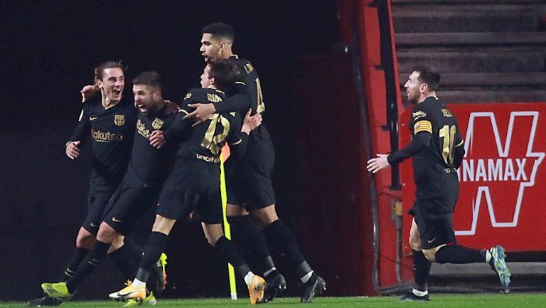 Jugadores del Barça celebran gol ante Granada