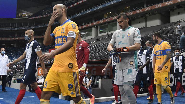 Guido Pizarro y Nahuel Guzmán previo a un partido