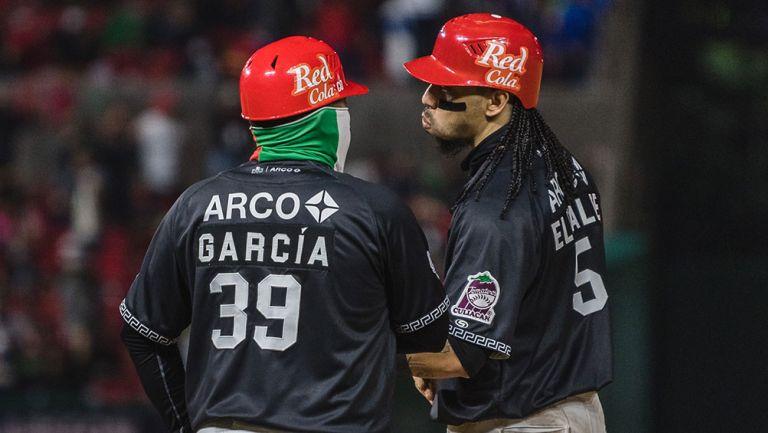 Jugadores de Tomateros en el partido contra Criollos