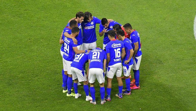 Jugadores de Cruz Azul previo al partido contra Gallos