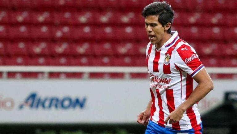 JJ Macías en acción con Chivas