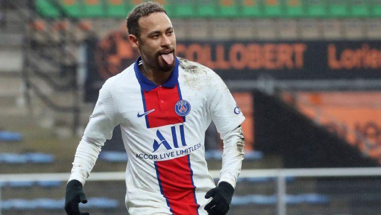 Neymar festeja un gol con el PSG