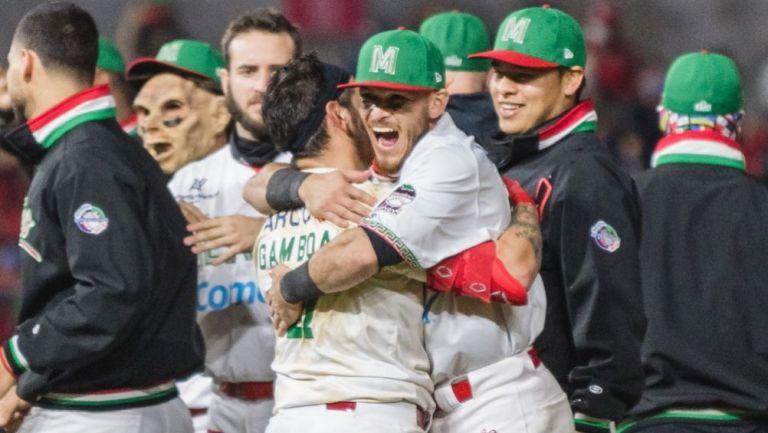 Jugadores mexicanos tras conseguir el pase a semifinales en la Serie del Caribe