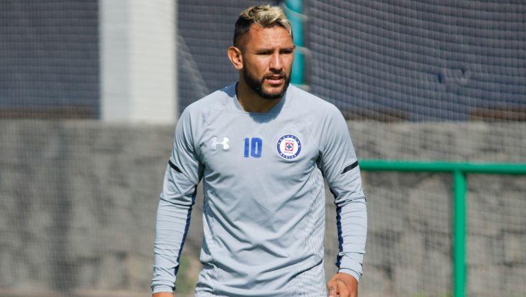 Walter Montoya durante un entrenamiento con Cruz Azul