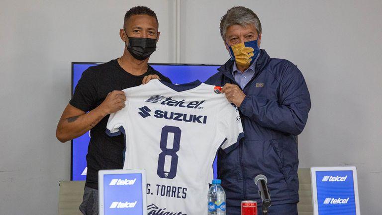 Gabriel Torres en su presentación con Pumas