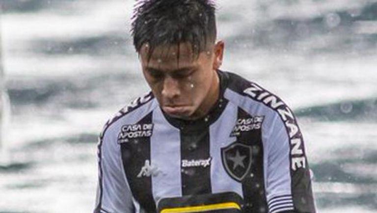 Jugador del Botafogo se lamenta tras el descalabro