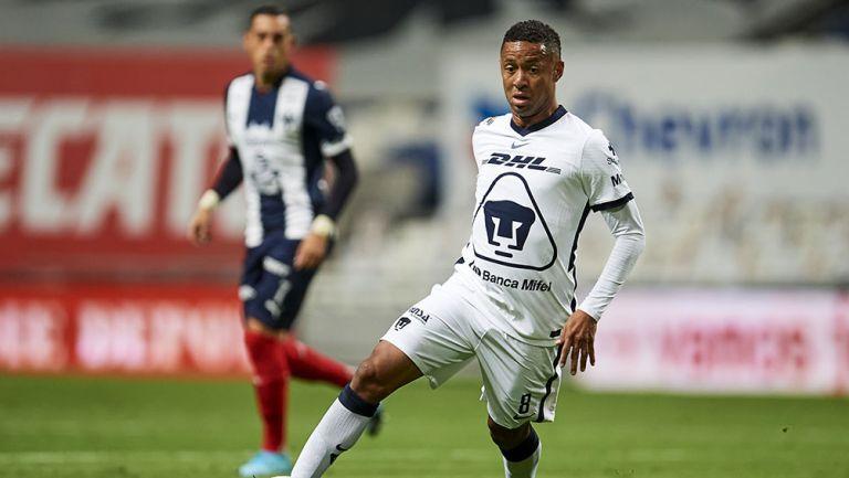 Gabriel Torres en el partido contra Rayados