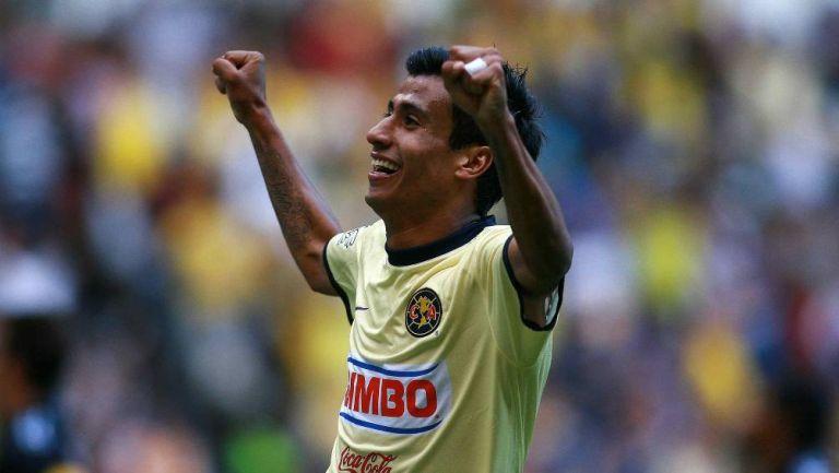 Negro Sandoval en festejo de gol