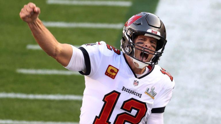 Brady grita en un festejo del Super Bowl LV