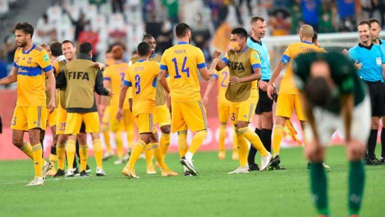 Jugadores de Tigres festejan su pase a la Final