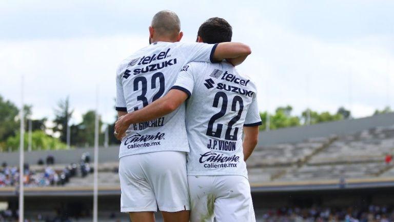 González y Vigón en un partido de Pumas