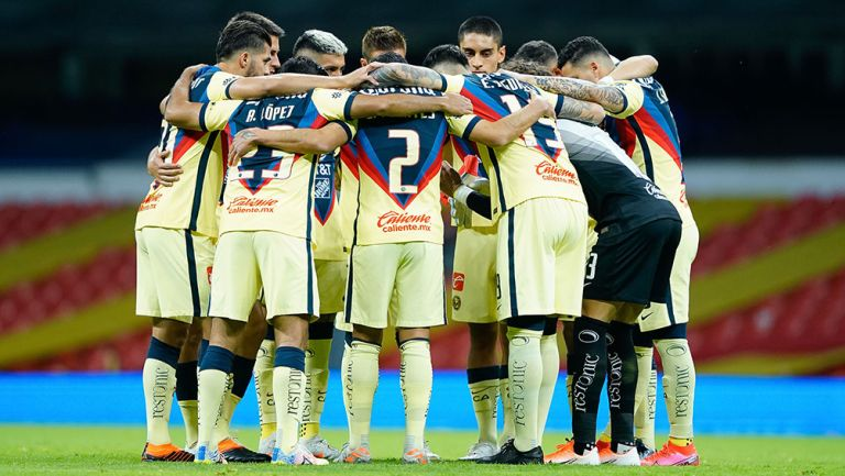 Jugadores de América previo al partido contra Puebla