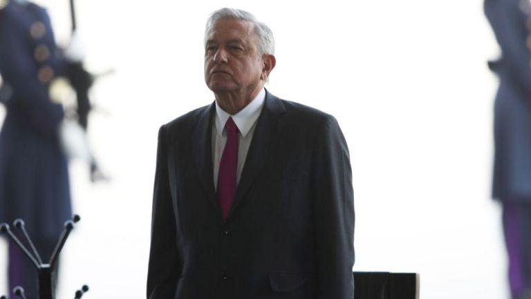 Andrés Manuel López Obrador tras aterrizar en el aeropuerto de Santa Lucía