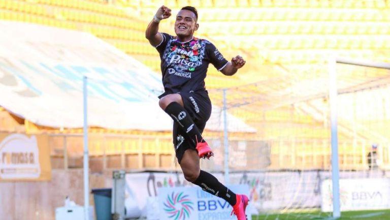 Julio Cruz en festejo con Alebrijes de Oaxaca