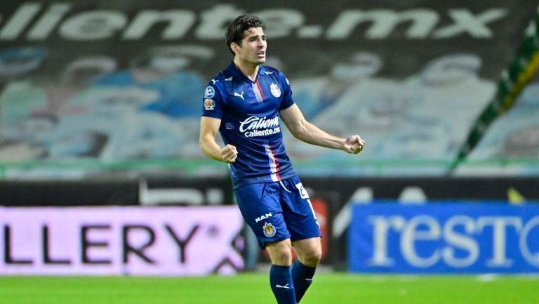 Antonio Briseño durante un partido con Chivas