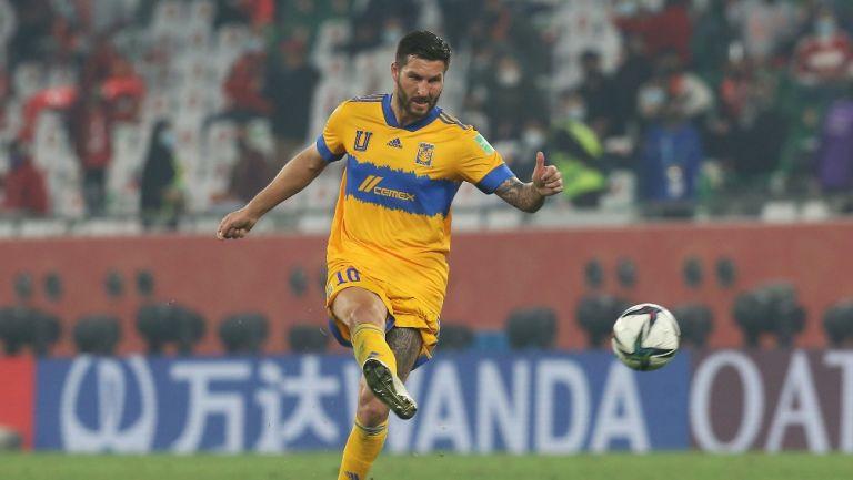 André-Pierre Gignac durante un partido con Tigres