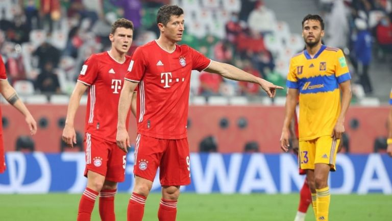Lewandowski cometió una mano en la acción del gol