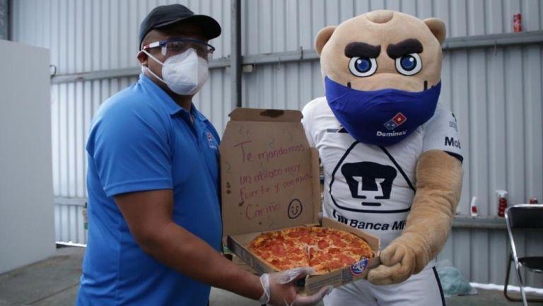 Goyo entregó pizzas a personal de salud