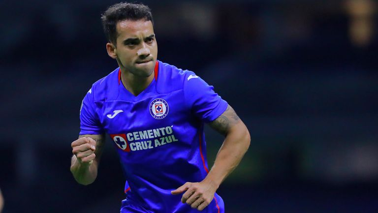 Aldrete celebra un gol con Cruz Azul